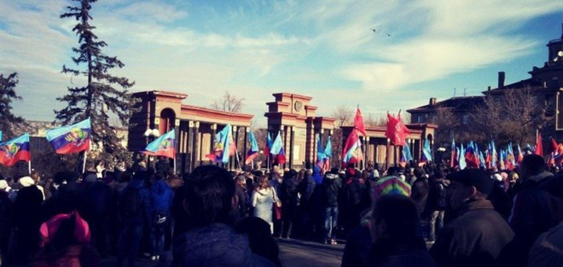 На 'антифашистском митинге' в Луганске террористы зажгли вечный огонь