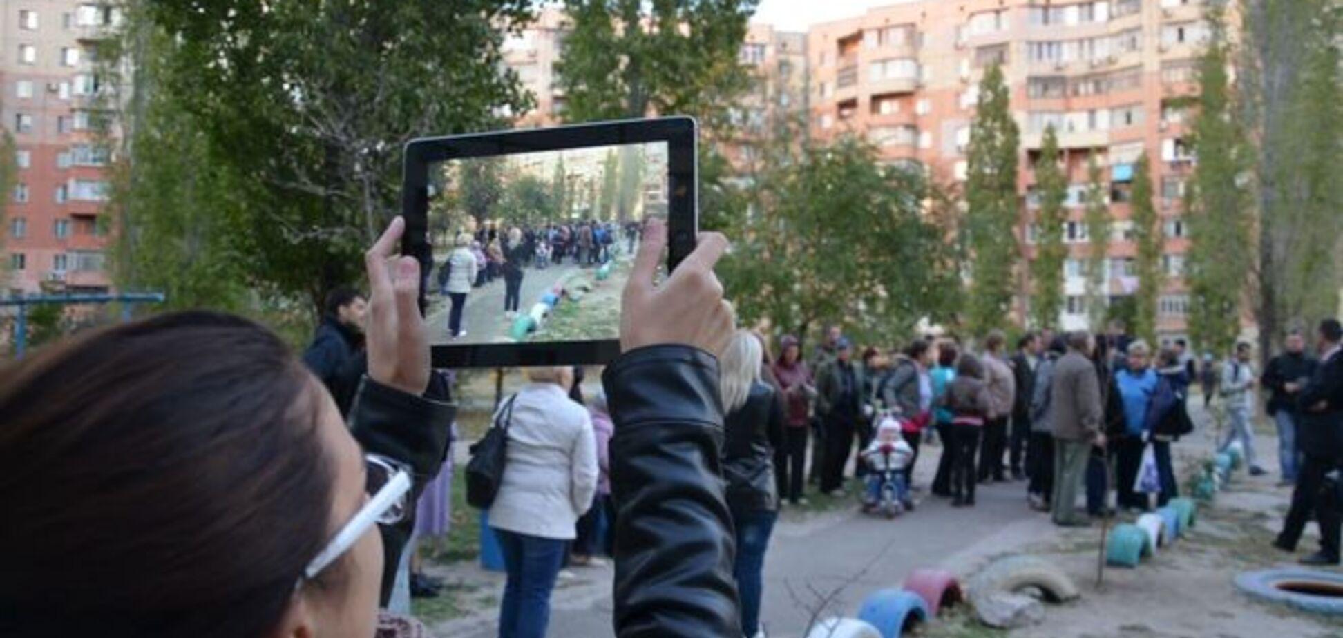 Мешканці Миколаєва підготували для Кінаха персональний сміттєвий бак