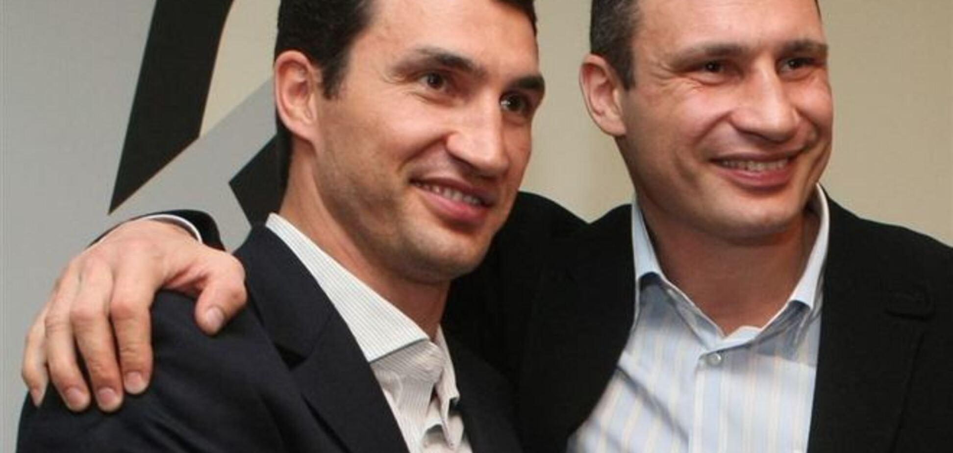 Братья Кличко передали украинским военным аптечки на $200 000
