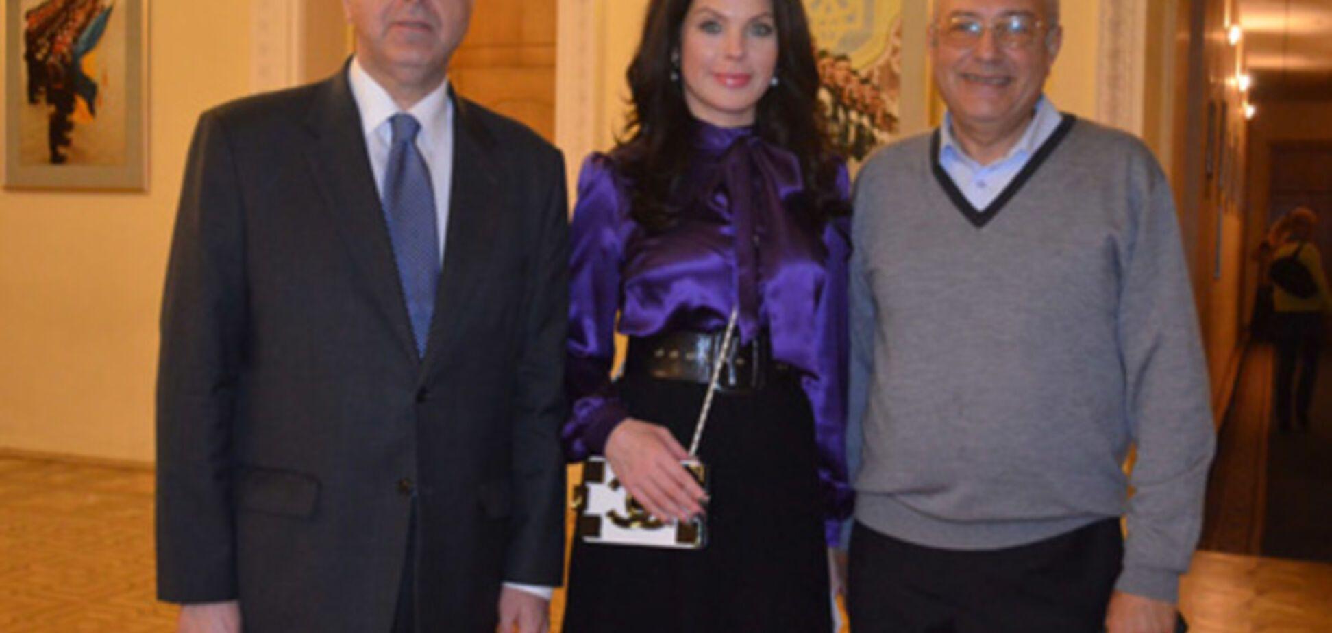 Посол Грузии в Украине лично помог волонтерам собрать деньги на лечение раненных бойцов АТО