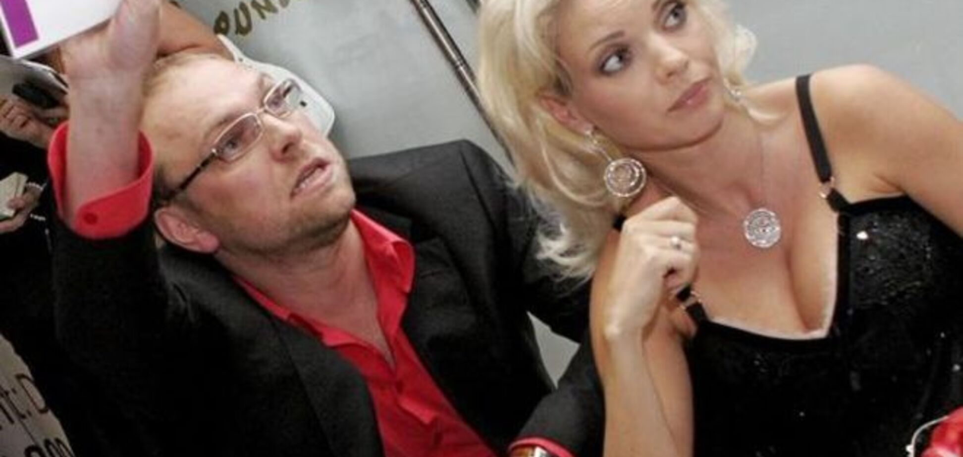 Окунская сбежала во Францию от 'маньяка' Власенко и 'Юли'