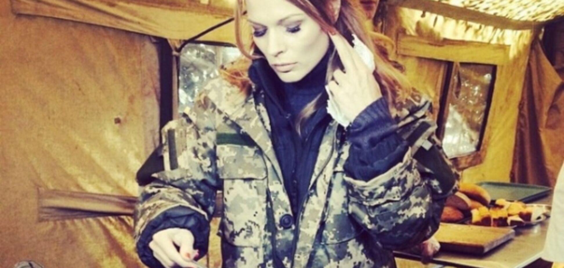 Фреймут на шпильках и в куртке-хаки проверила, как кормят украинских военных