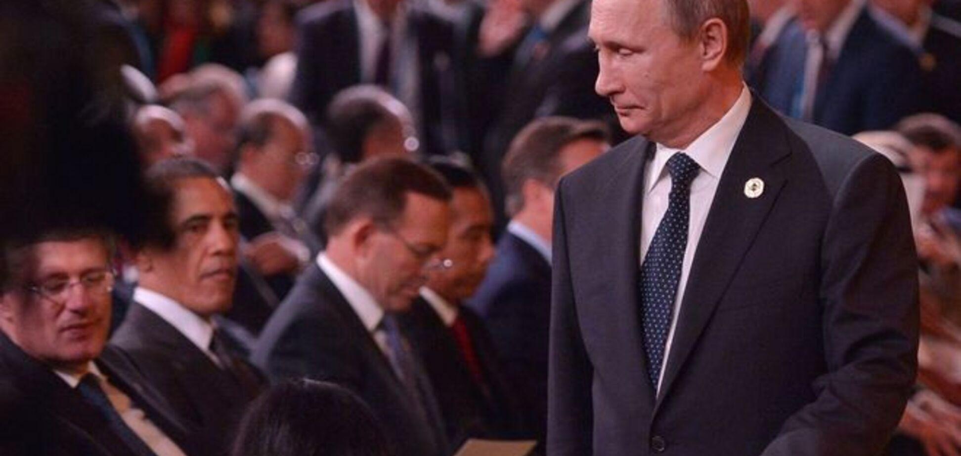 Премьер Канады, пожимая руку Путину, посоветовал ему убираться из Украины