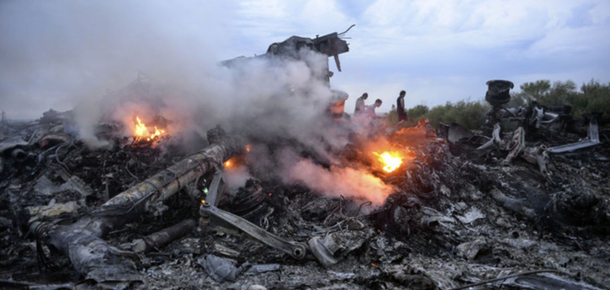 Опубликовано видео первых минут после крушения Boeing-777: жители обсуждают ракету
