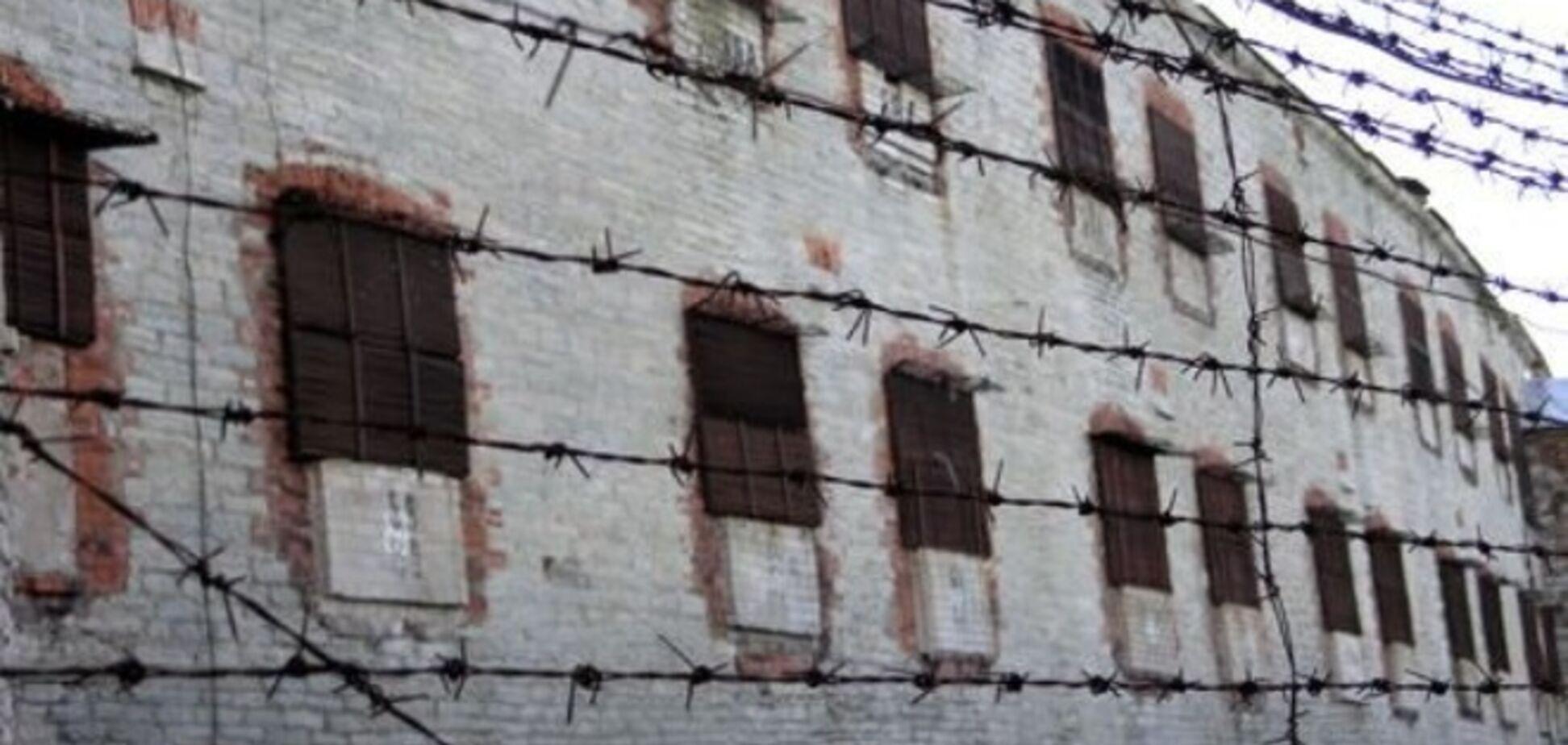 На Донбассе двоих пожизненно заключенных боевики привязали к БТРам и разорвали на куски