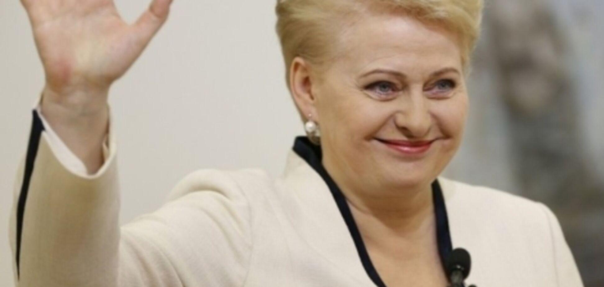 Президент Литвы Даля Грибаускайте без селфи не может сходить даже в супермаркет