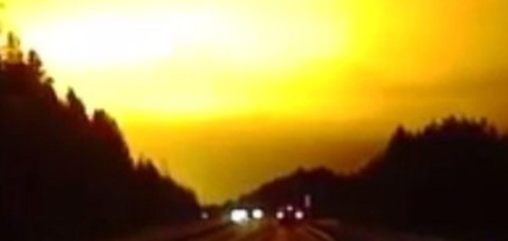 В небі над Росією стався загадковий вогненний спалах: опубліковано відео