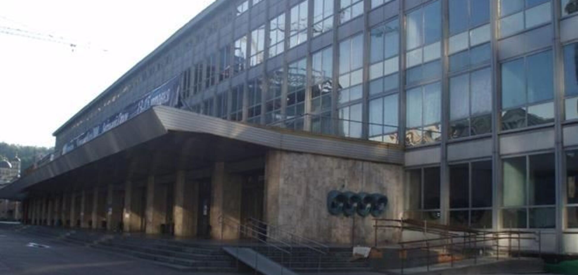 Работники Дворца спорта пожаловались Яценюку на беспредел Булатова