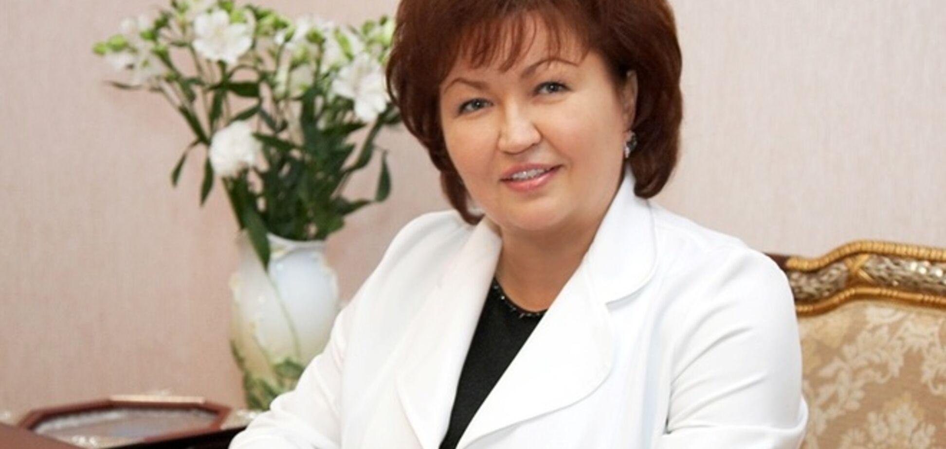 Нардепа Бахтееву коллеги задарили цветами в первый день работы обновленной Рады