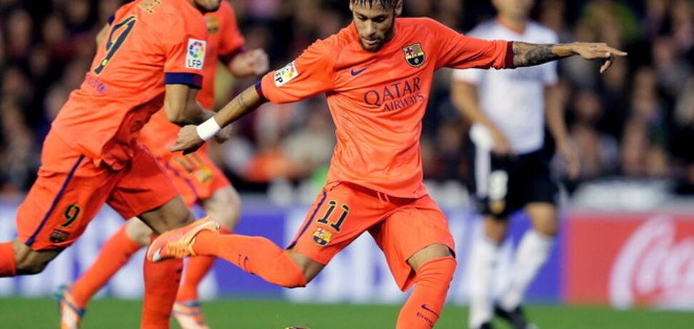 'Барселона' вырвала победу в тяжелейшем матче с 'Валенсией'