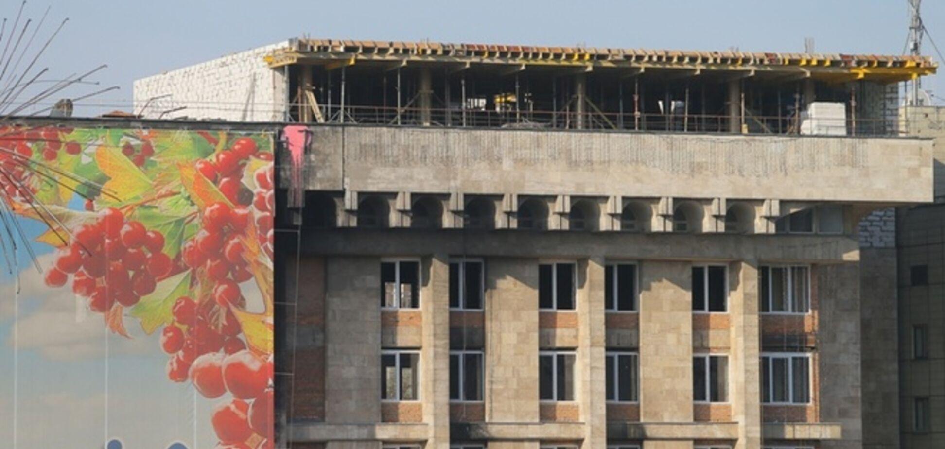 Сгоревший Дом профсоюзов на Майдане ремонтируют с нарушениями