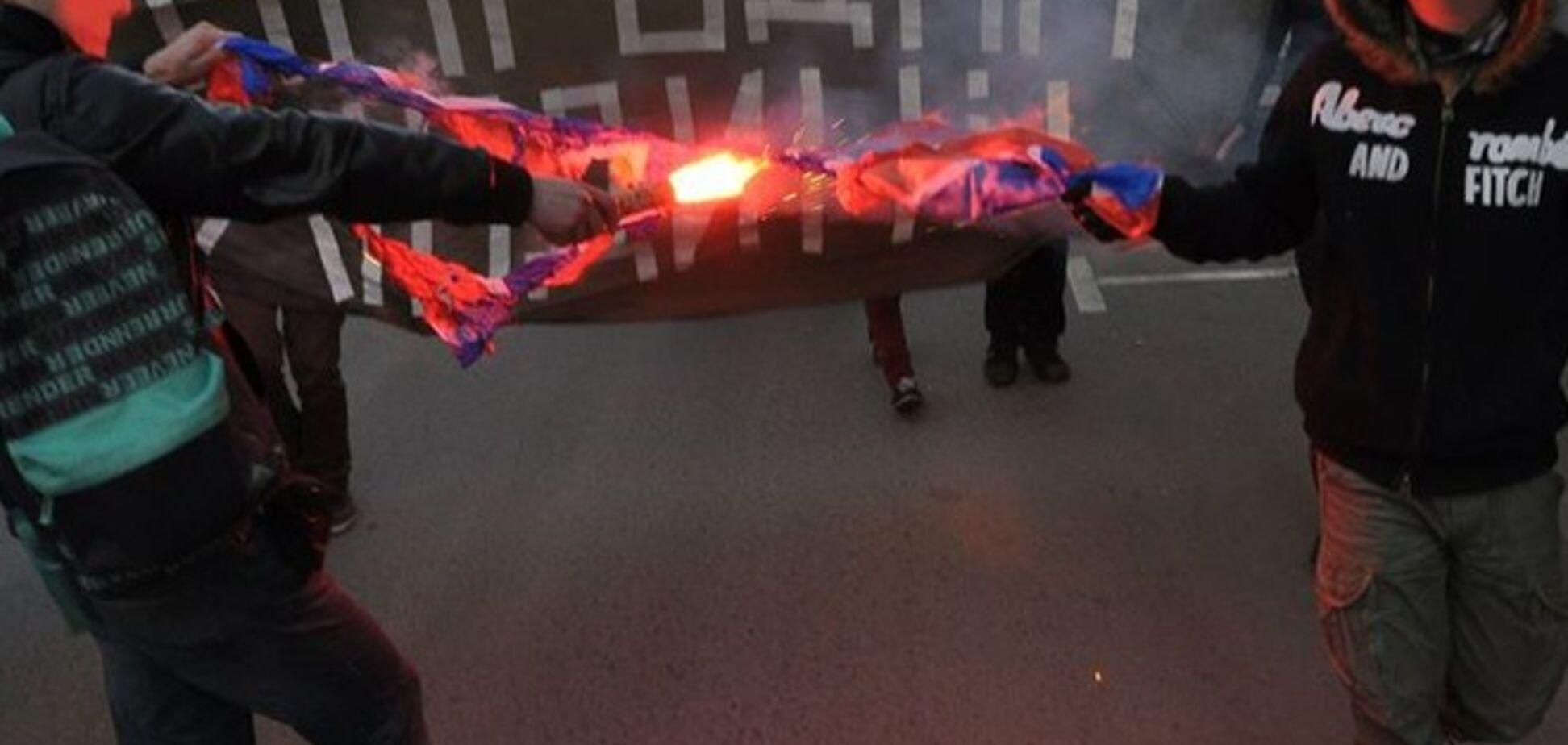 На марше в Москве русские националисты сожгли флаг 'Новороссии': опубликованы фото