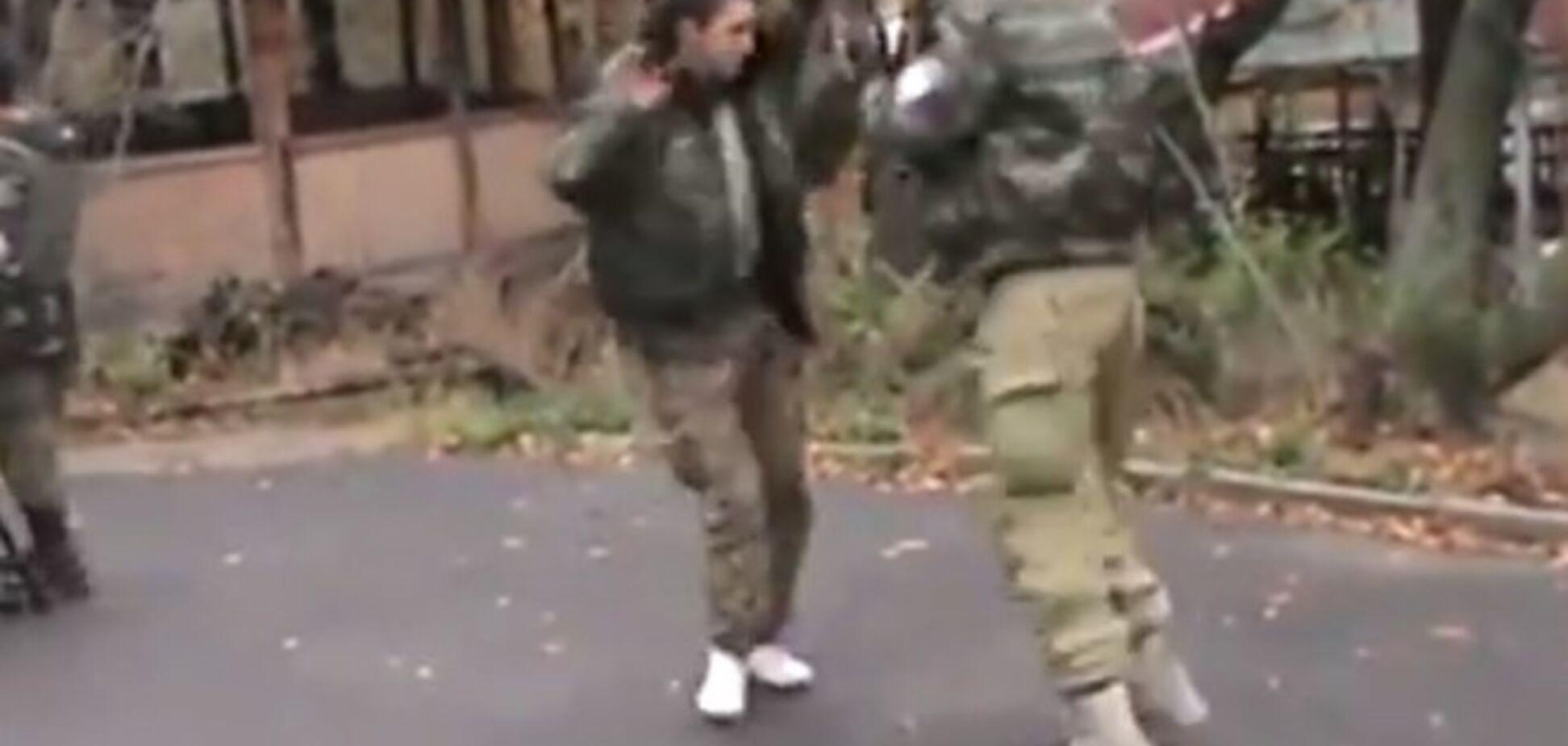 Терористи граються: Гіві станцював на камеру незрозумілий танець на передовій