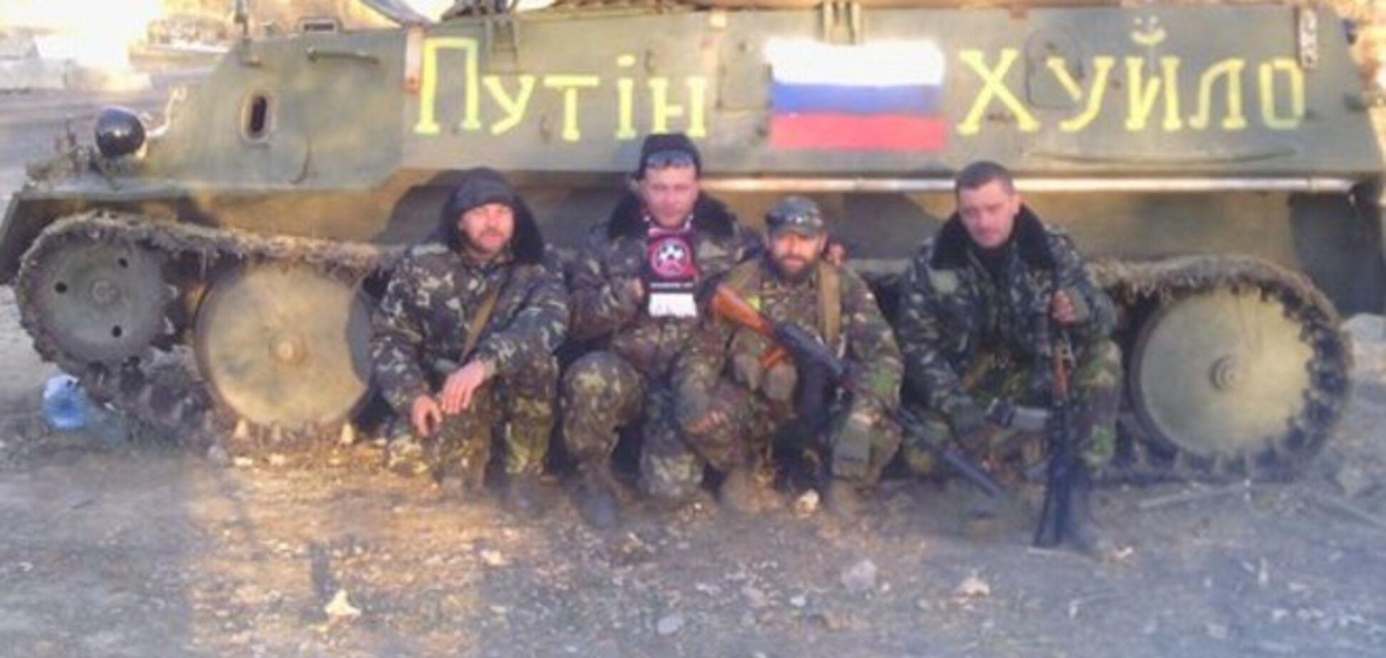 Футбольные ультрас в зоне АТО разукрасили БТР в 'Путин - х*йло'