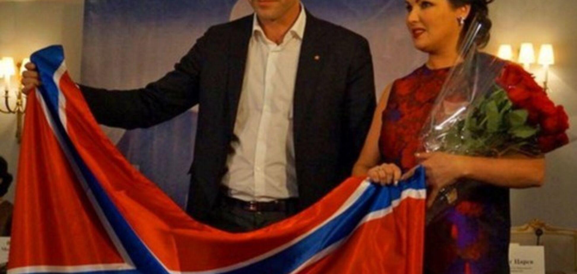 Оперная дива Нетребко оправдалась, что знать не знает Царева и флаг 'Новороссии'