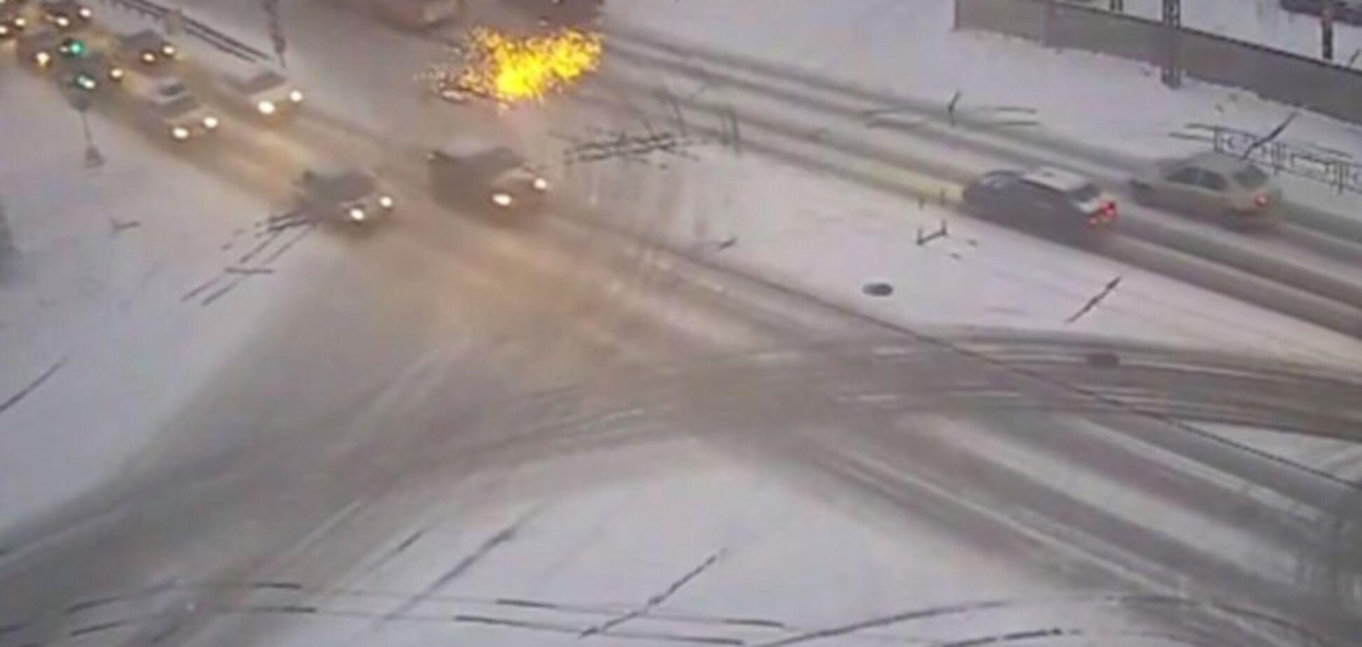 У Росії тролейбус влаштував унікальний феєрверк: опубліковано відео