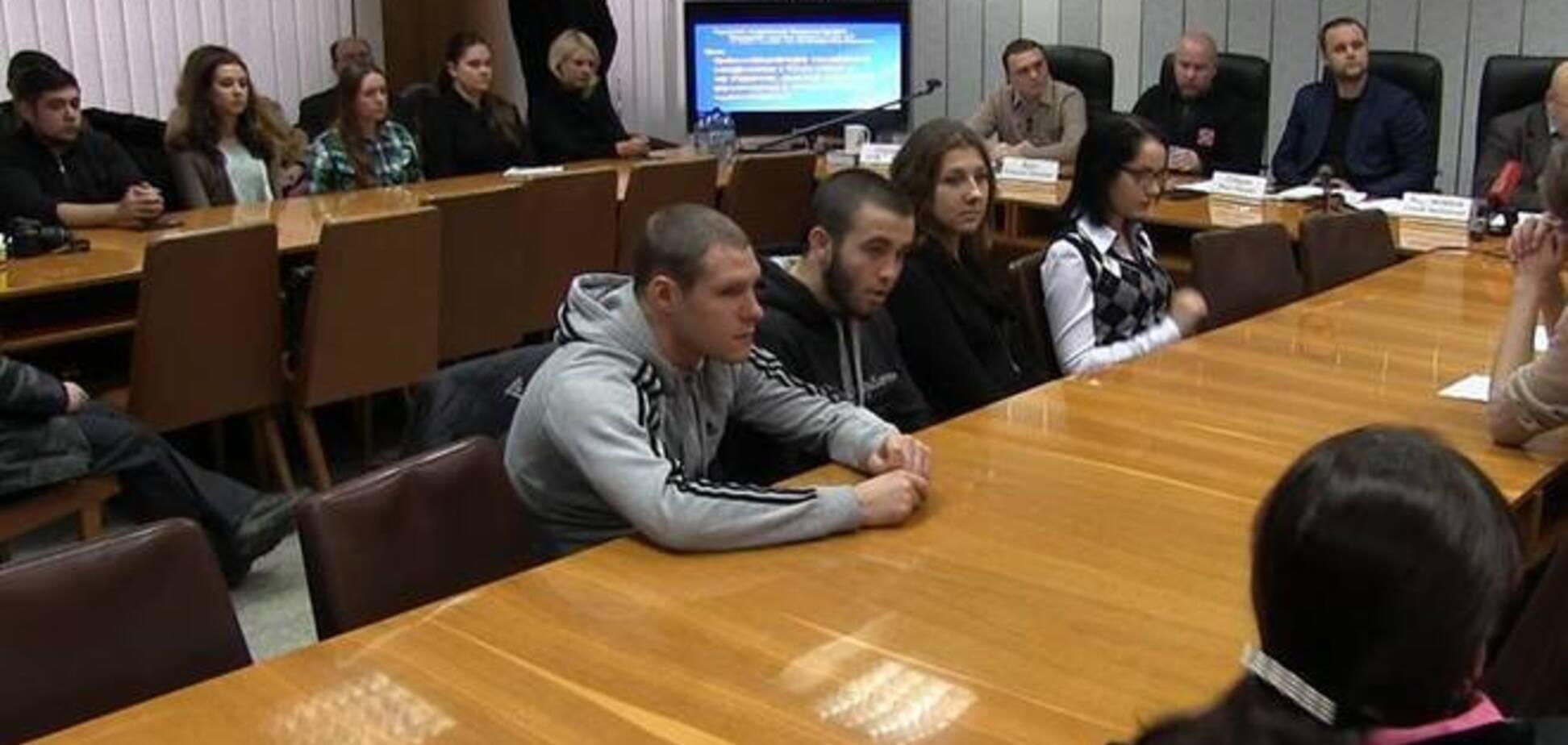 Губарєв налякав 'істориків' в спортивних костюмах вторгненням військ НАТО на Донбас