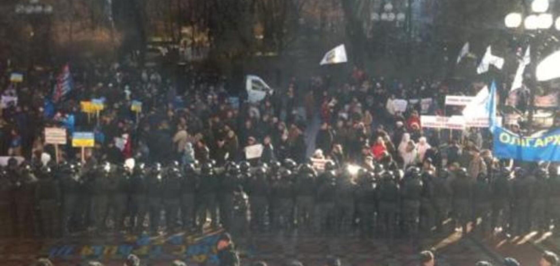 Учасники 'Фінансового Майдану' налаштовані рішуче: вони будуть ночувати під стінами Ради
