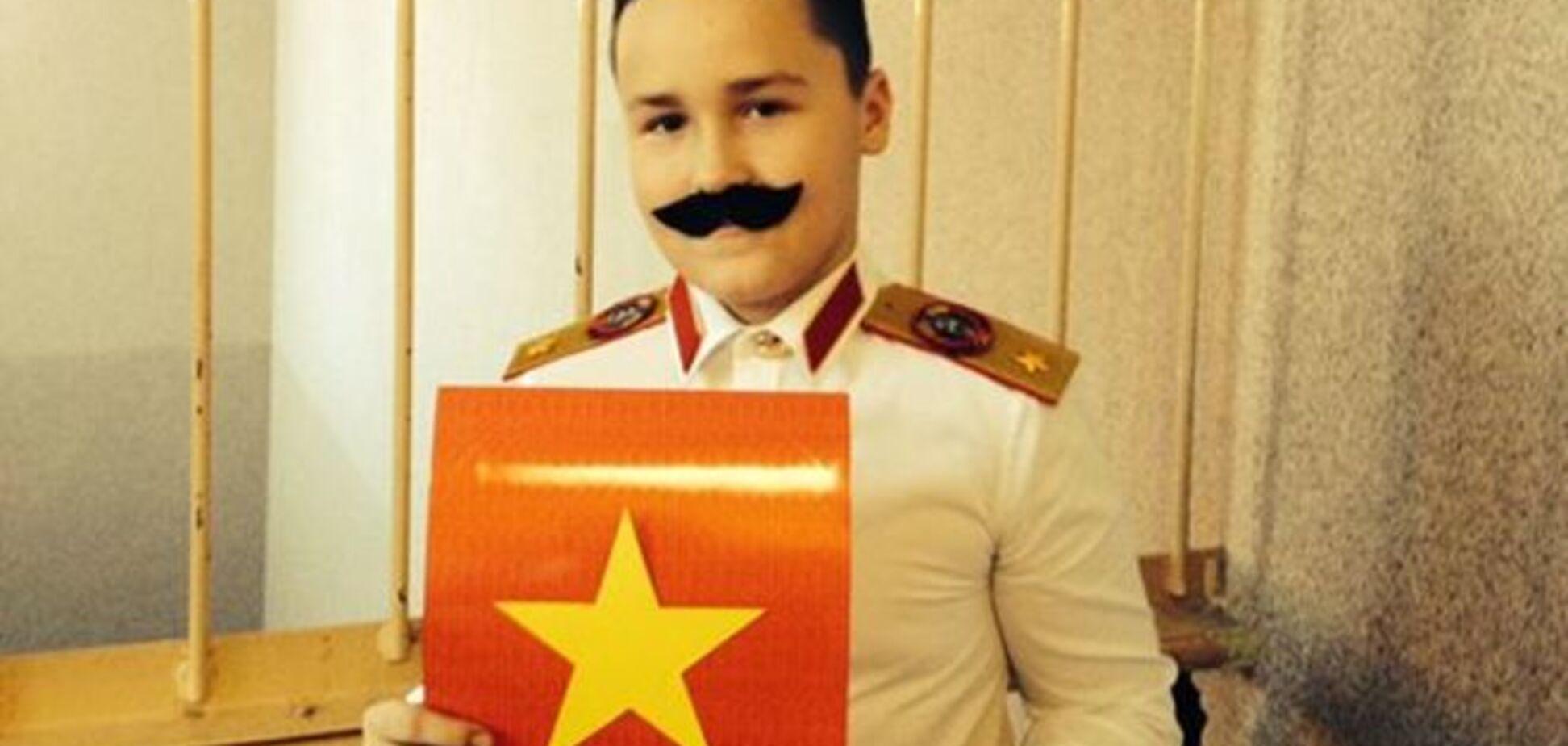 У Росії на різдвяному спектаклі дитина в костюмі Сталіна зіграла святого Йосипа: опубліковано фото