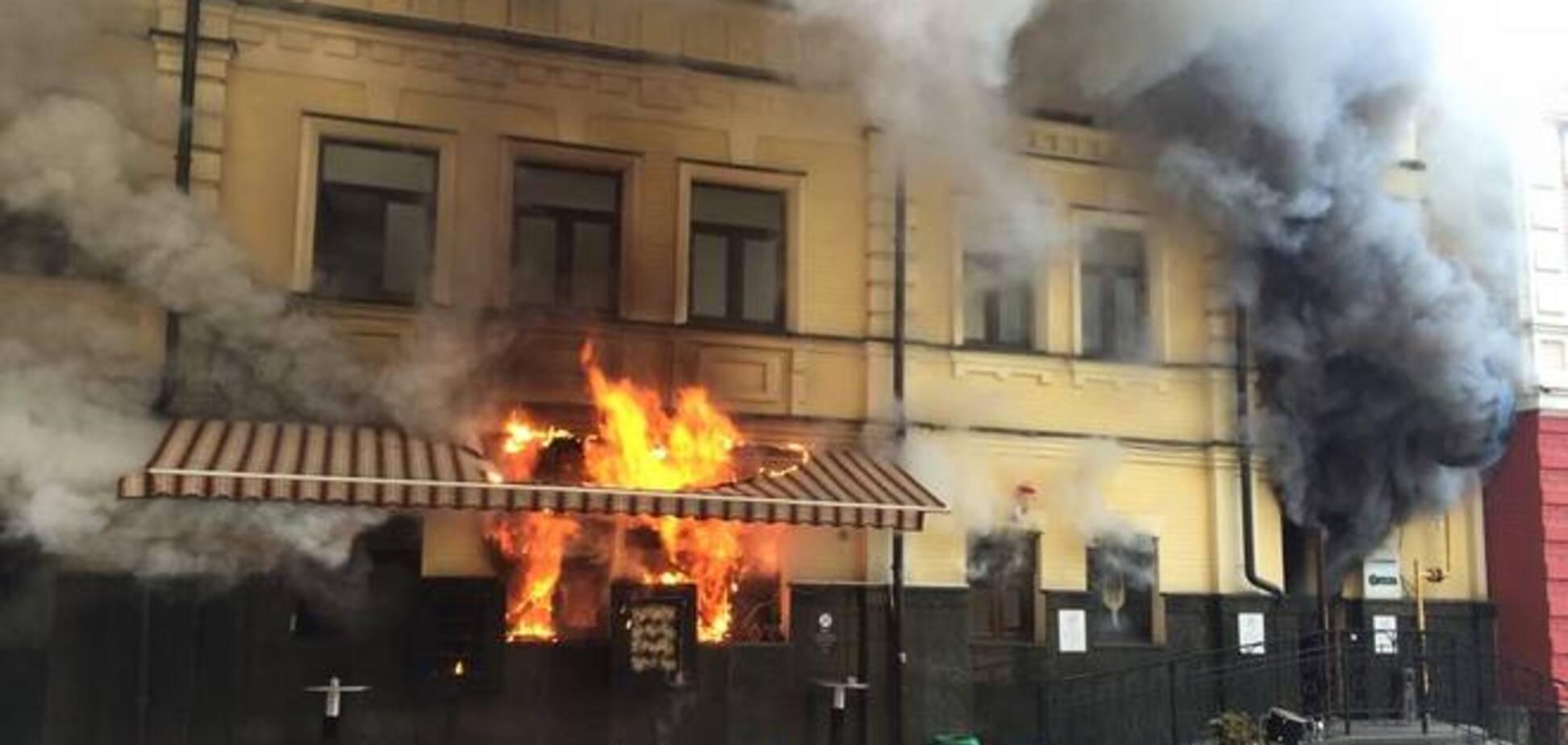 В Киеве на Подоле сгорел ресторан 'GastroRock': опубликованы фото