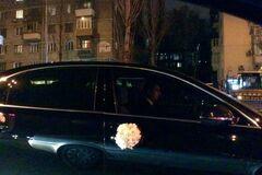 Первый свадебный кортеж Жени Тимошенко приехал к 'Олимпийскому' пустым