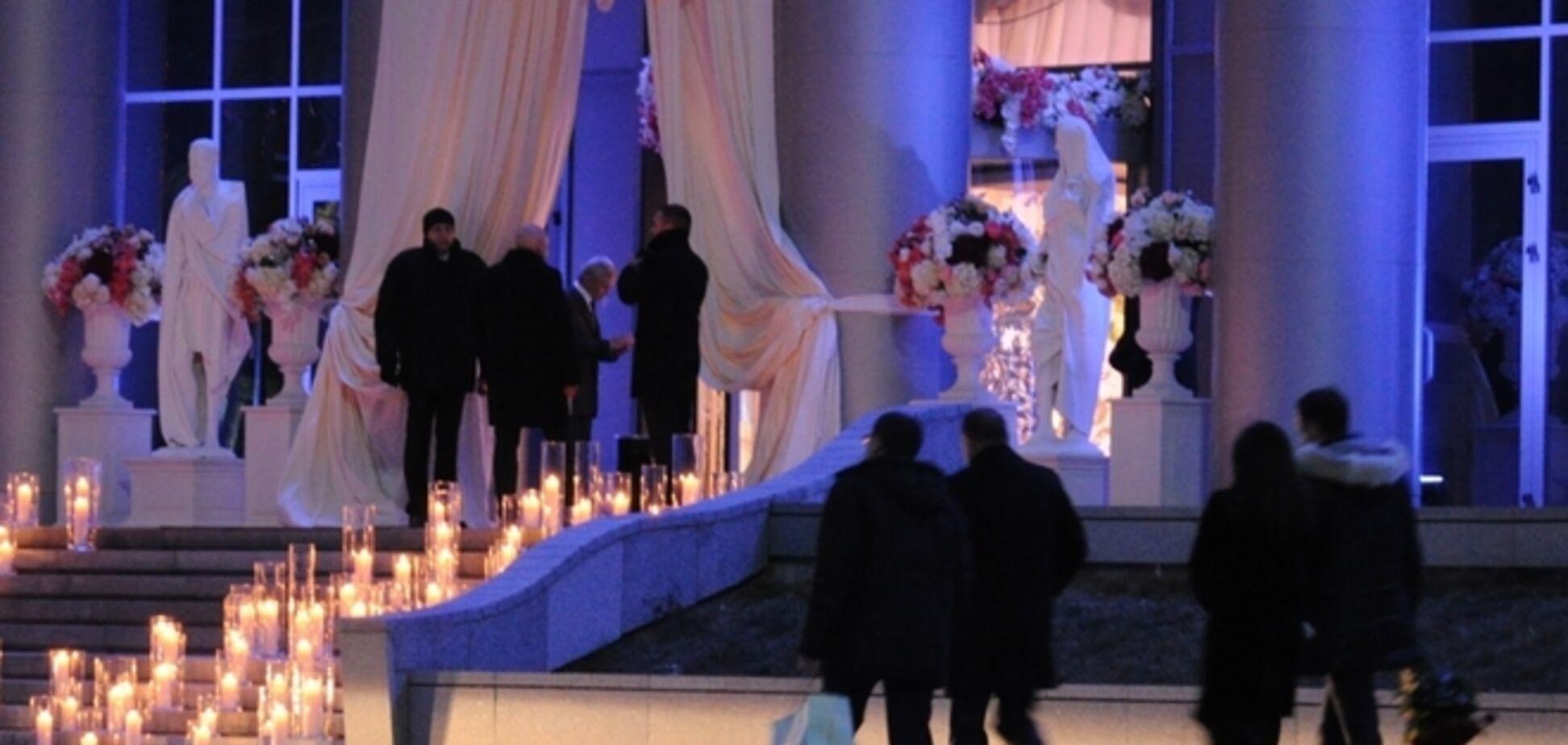 Свадьба дочери Тимошенко: паспортный контроль, фейковый кортеж и 'гроб' с подарками