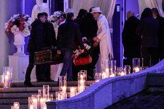 Дочери Тимошенко на свадьбу привезли гроб с подарками: опубликованы фото