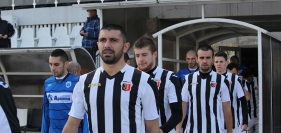В Болгарии футболиста дисквалифицировали на 10 матчей за нападение на судью