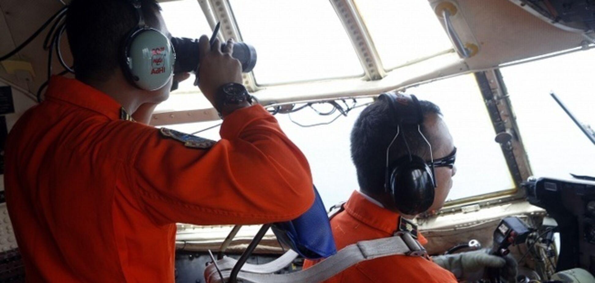 На місці катастрофи літака AirAsia знайшли тільки три тіла: уточнені дані