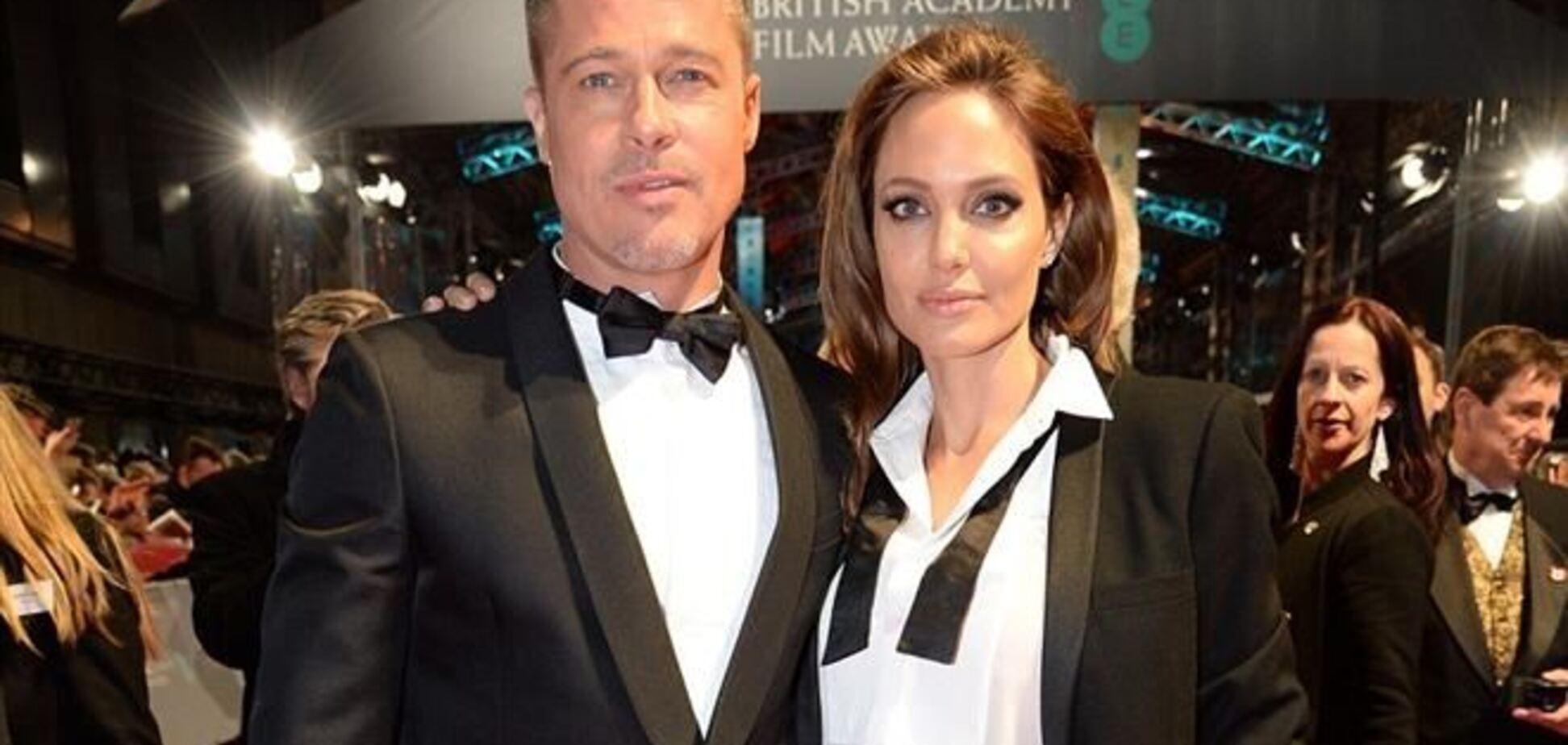 Джоли и Питт пришли на красную дорожку в одинаковых костюмах