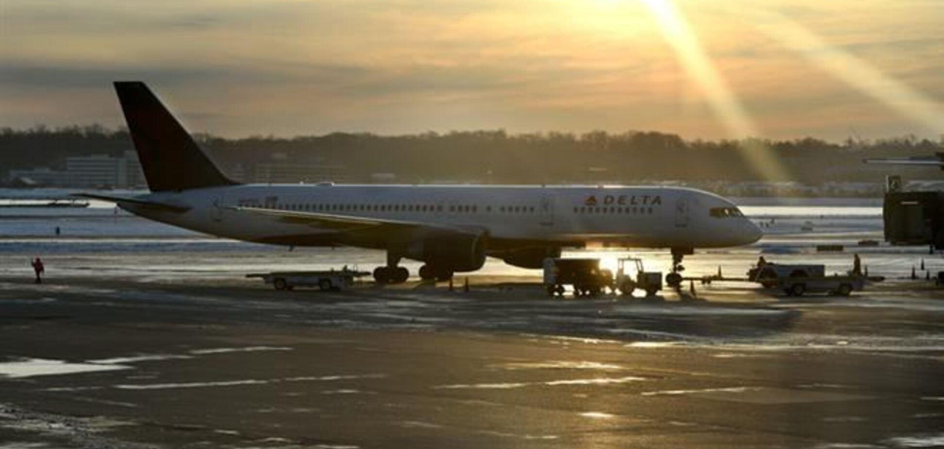 Стюардеса російського літака випала за борт авіалайнера