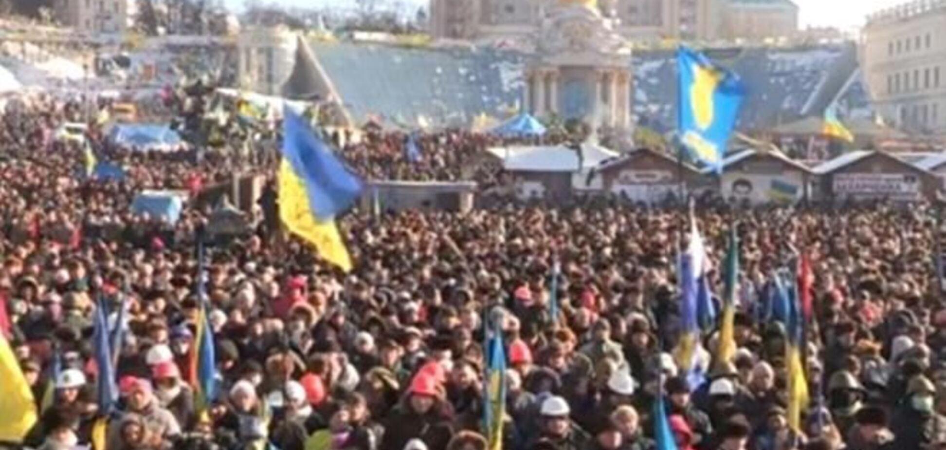 На інформаційний мітинг на Майдані прийшло близько 10 тис. осіб