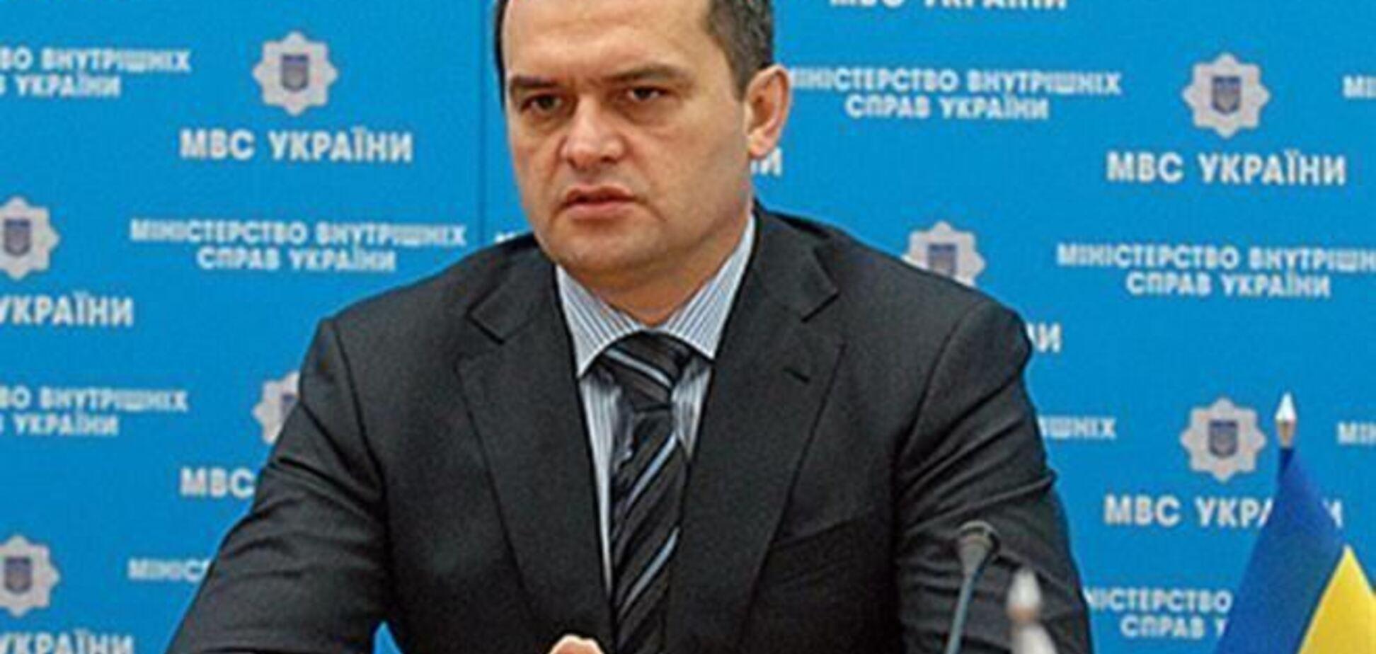 Захарченко подписал приказ о выдаче милиции боевого оружия