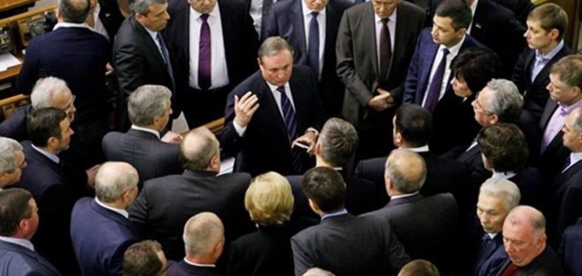 Заявления о выходе из фракции ПР написали 14 депутатов. Список