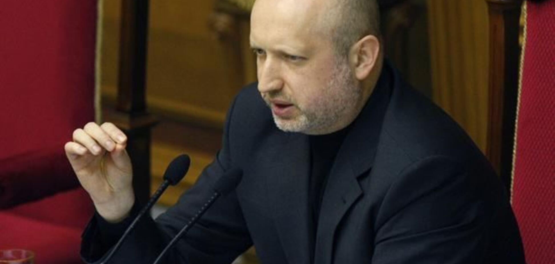 Турчинов получил полномочия подписывать законы