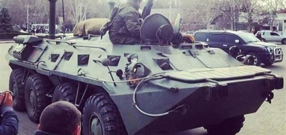 Чубаров заявил, что в центр Симферополя движется 50 БТРов