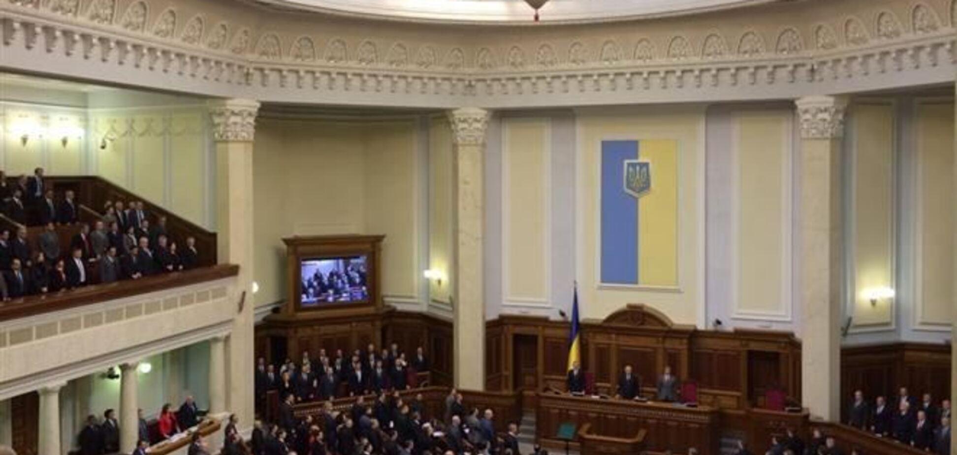 Депутати вшанували хвилиною мовчання 'героїв Грушевського'