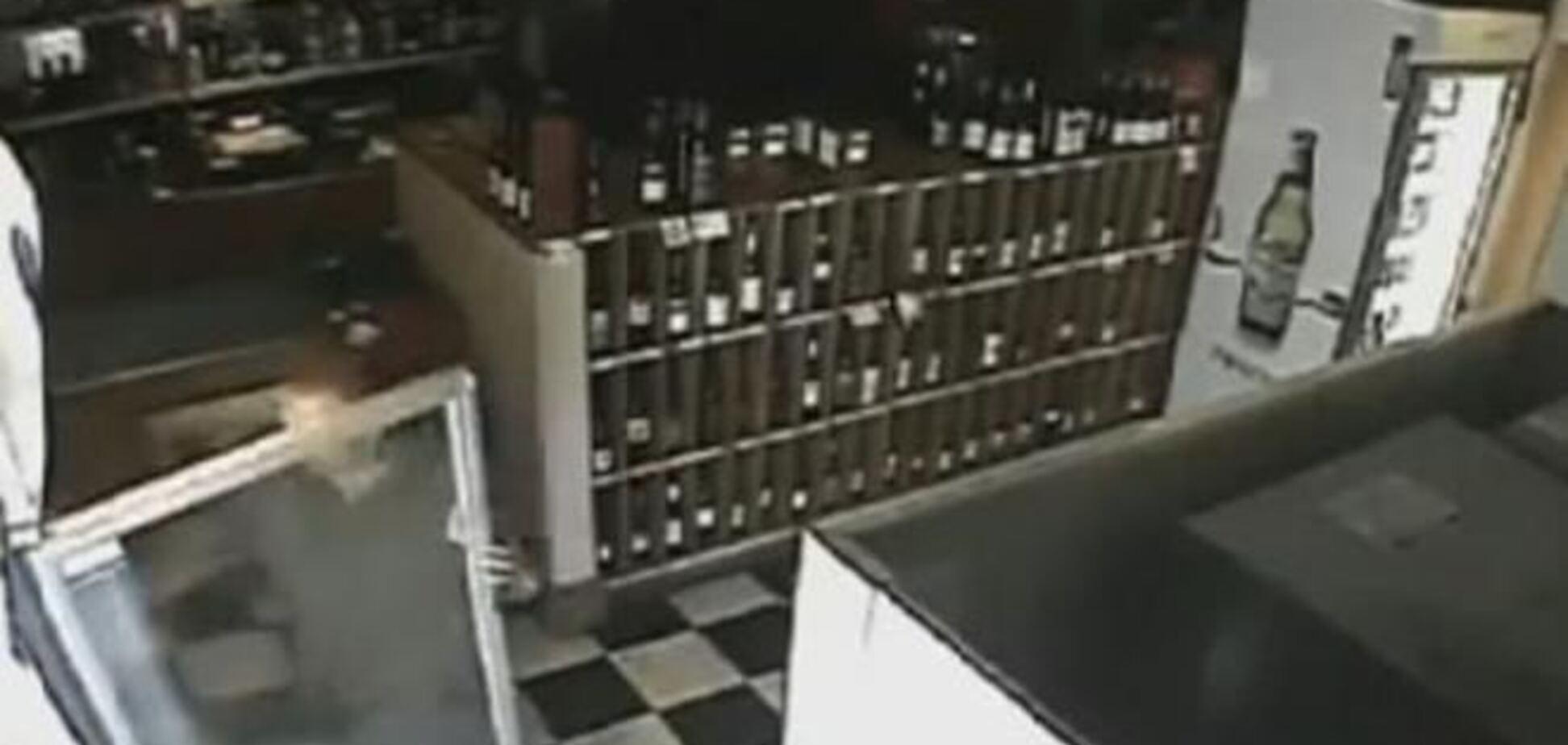 Камеры видеонаблюдения австралийского бара записали проделки призрака