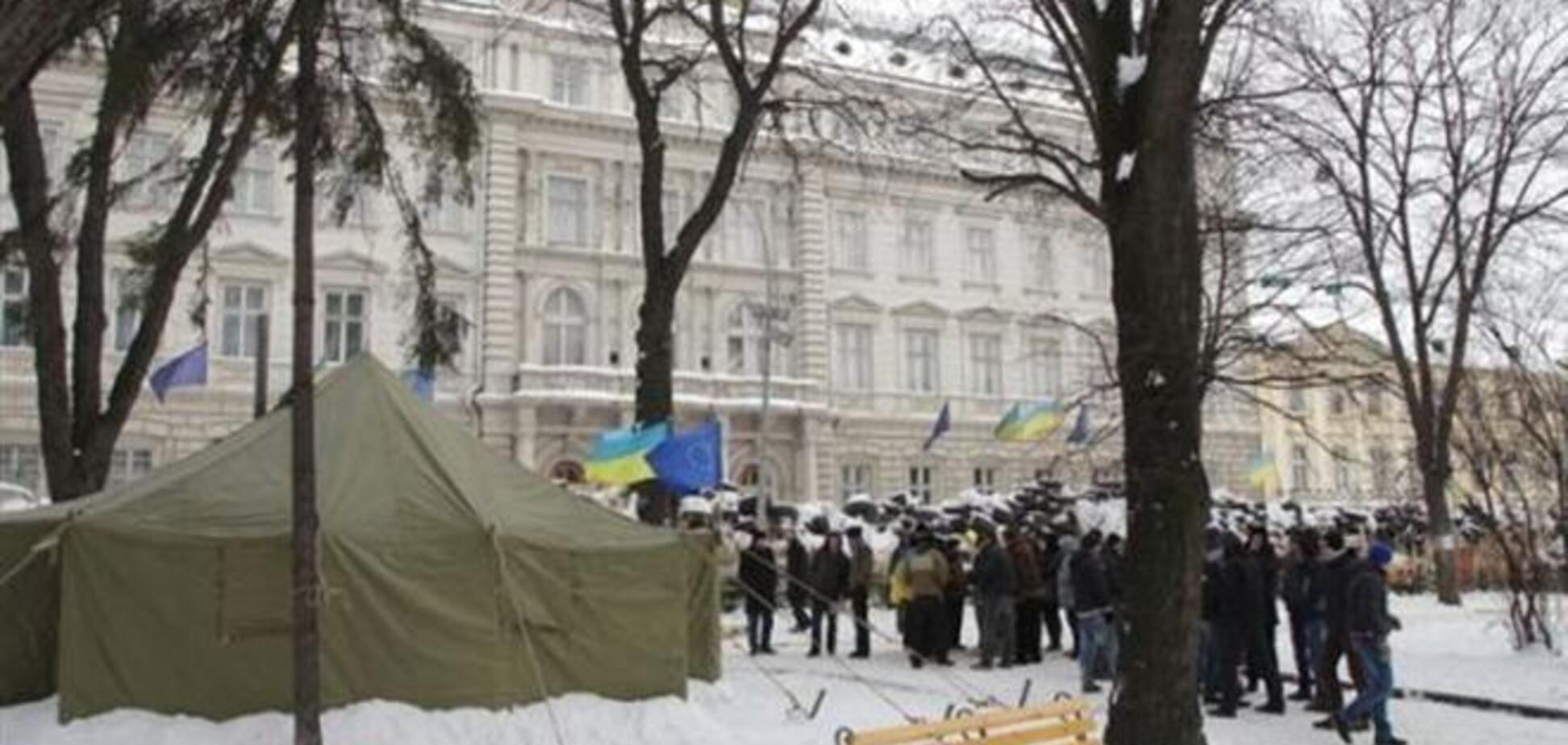'Титушки' пытались захватить Львовскую ОГА