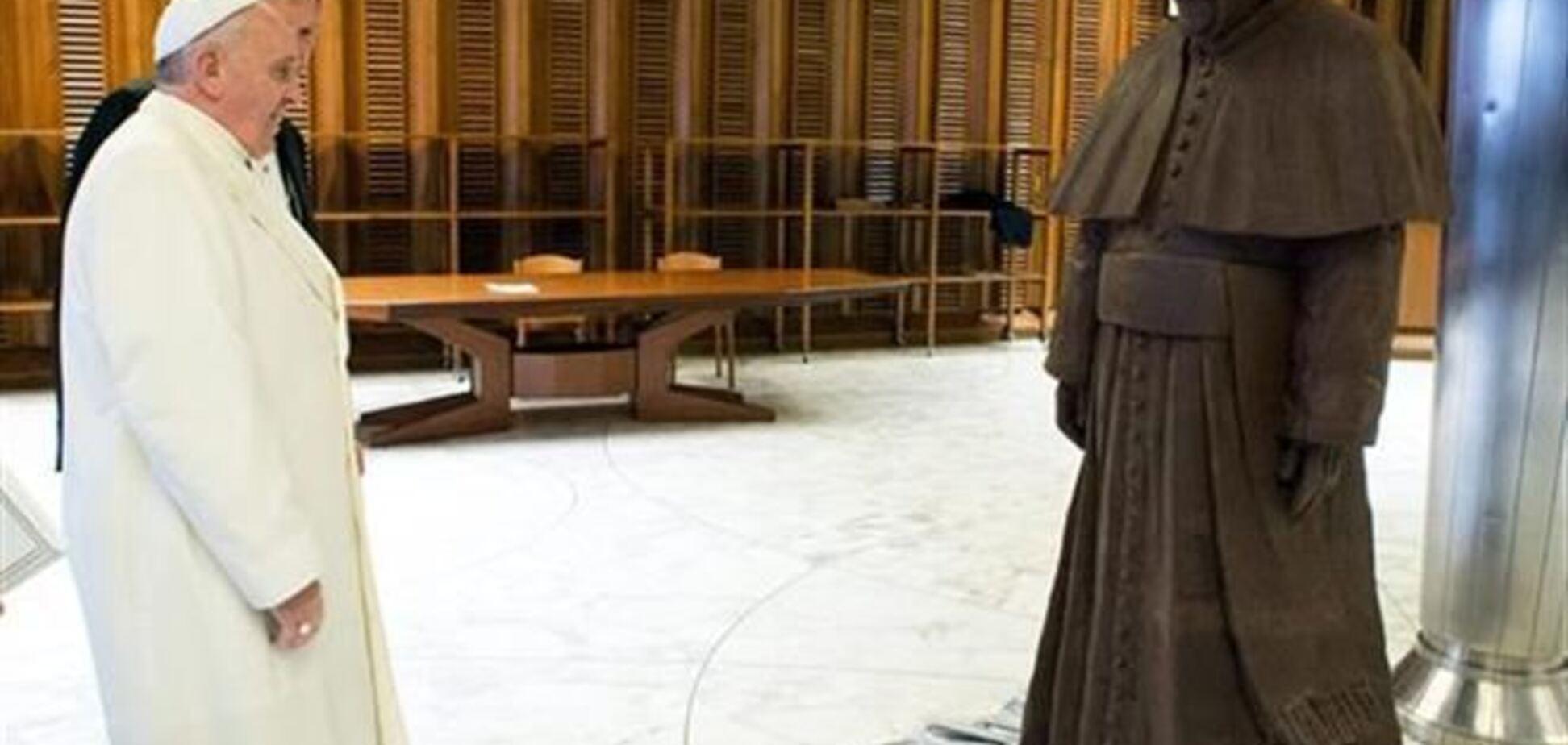 У Ватикані з'явився шоколадний двійник папи Римського