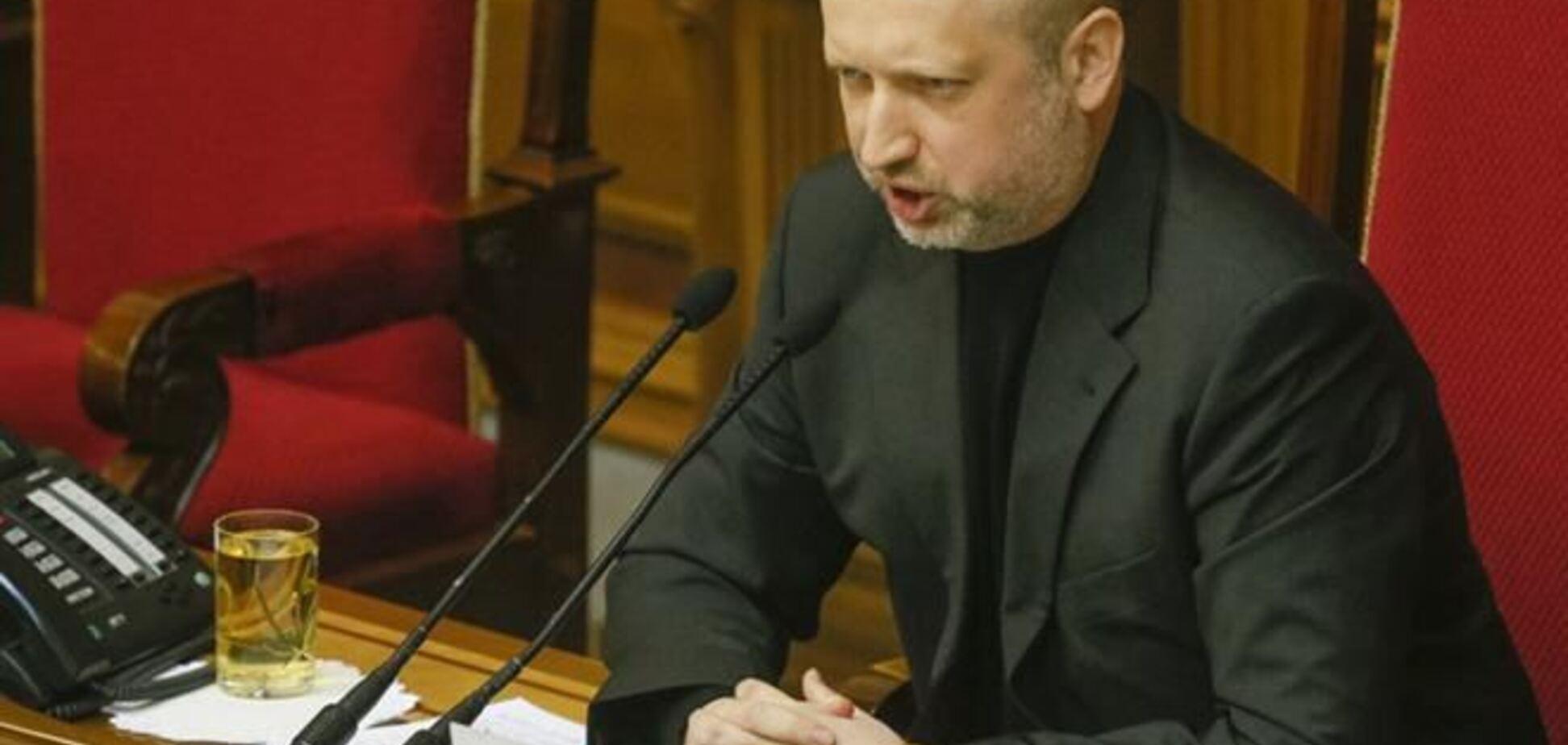 Турчинов издал указ о незаконности избрания нового премьера Крыма