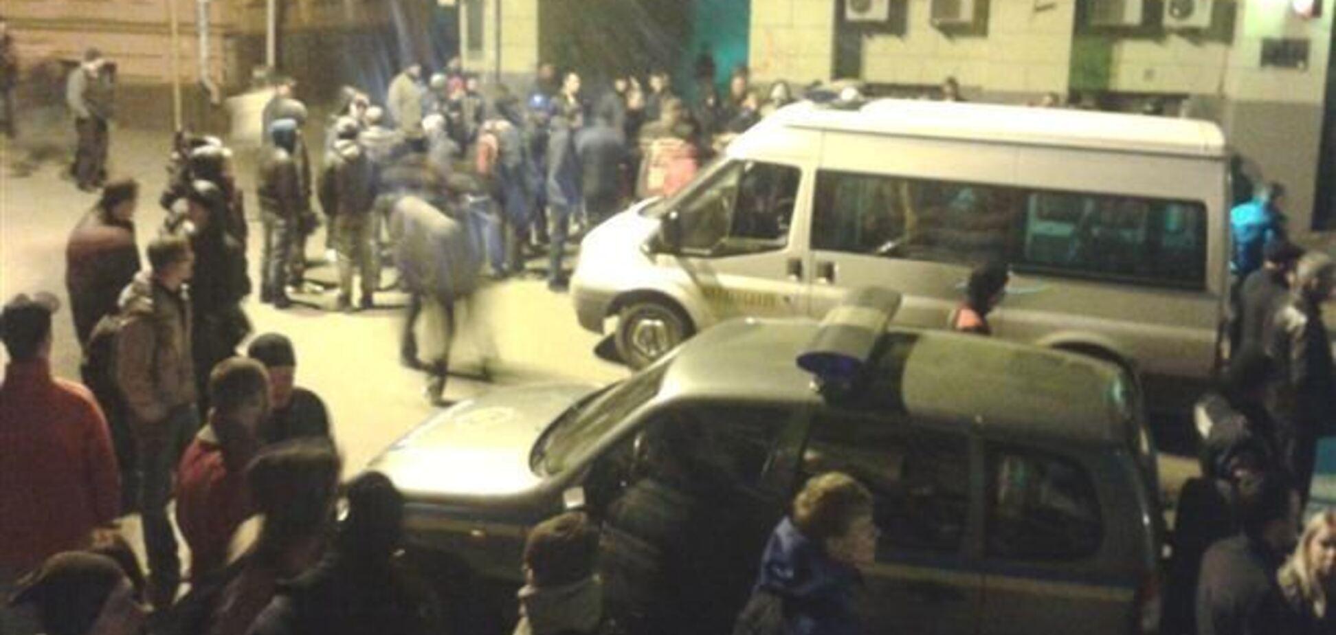 Забарикадувалися в будівлі 'Просвіти' в Харкові люди здалися