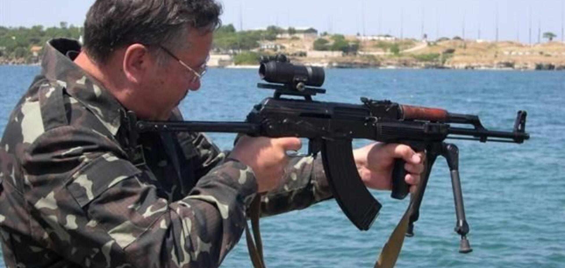 Экс-министр обороны предлагает легализовать имеющееся у украинцев оружие