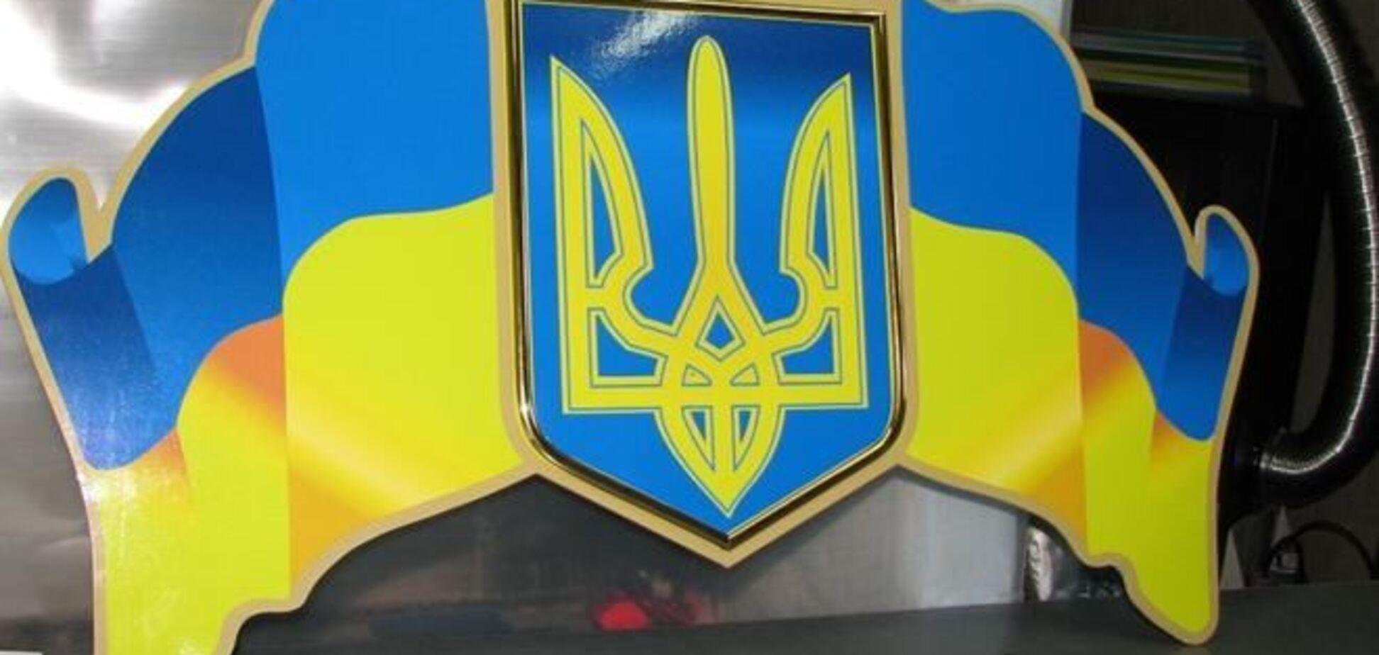 В Севастополе начали демонтаж украинских символов