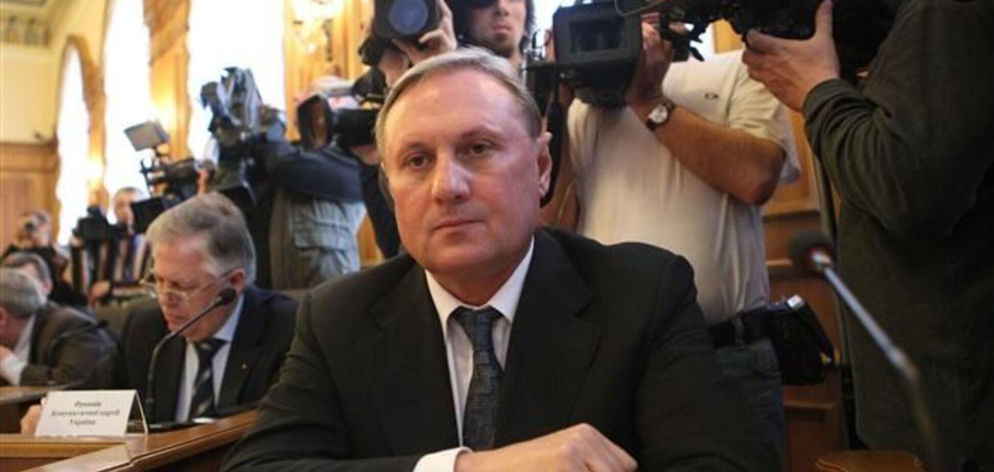 Евромайдановцы пикетировали дом Ефремова в Луганске