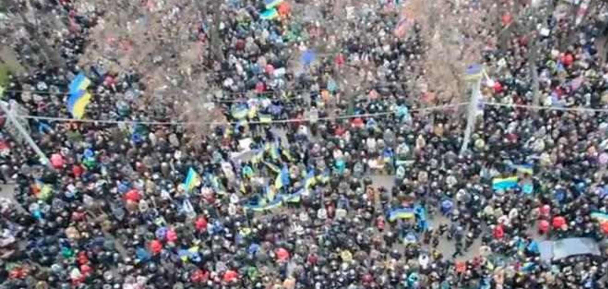 Гимн Украины под Днепропетровской ОГА