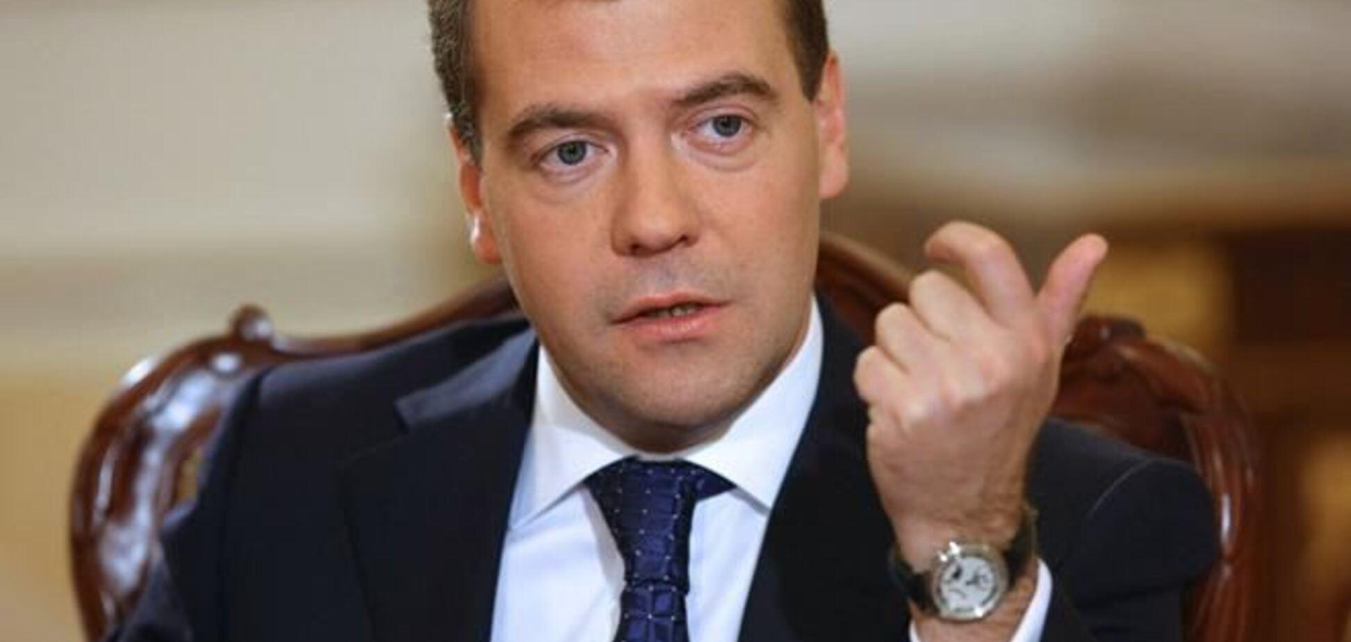 Медведев предлагает ставить над Крымом 'эксперименты'