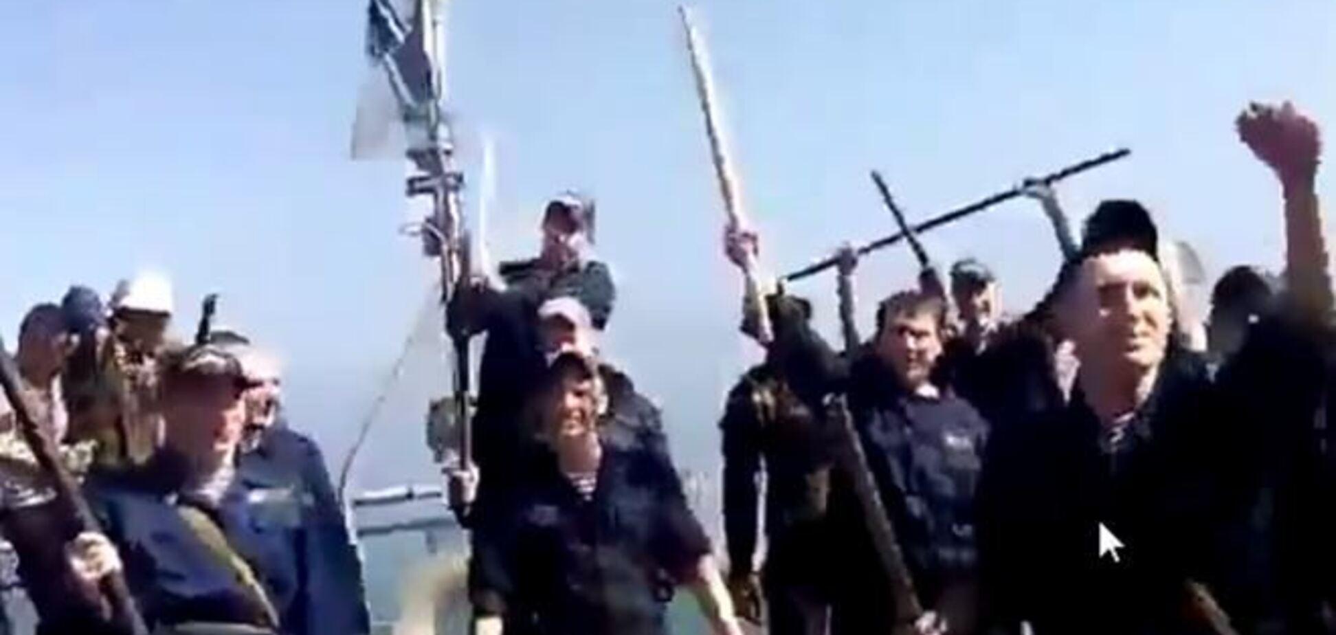 'Воїни світла, воїни добра': відео з корабля 'Черкаси' до штурму