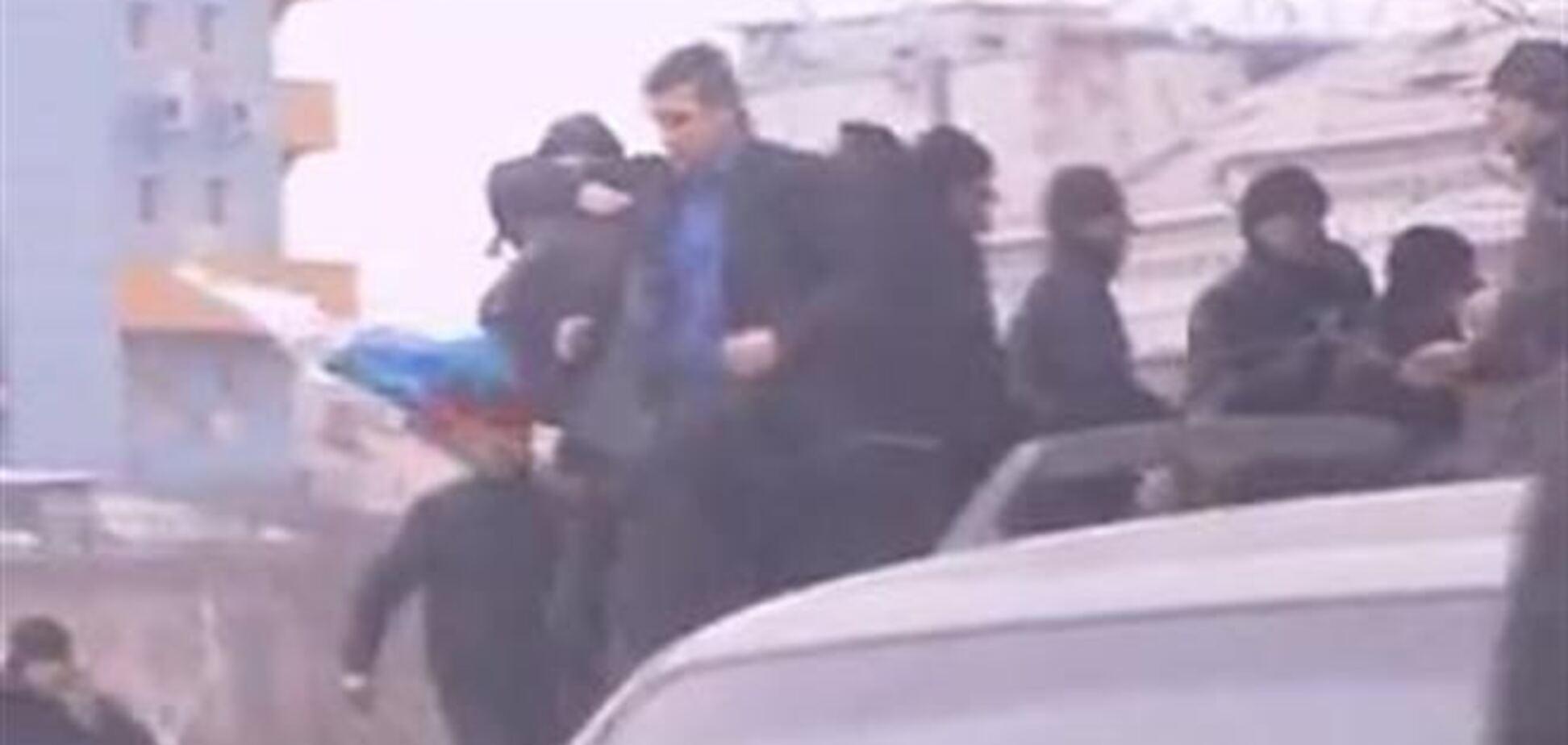 Как митингующие напали на экс-губернатора Донетчины