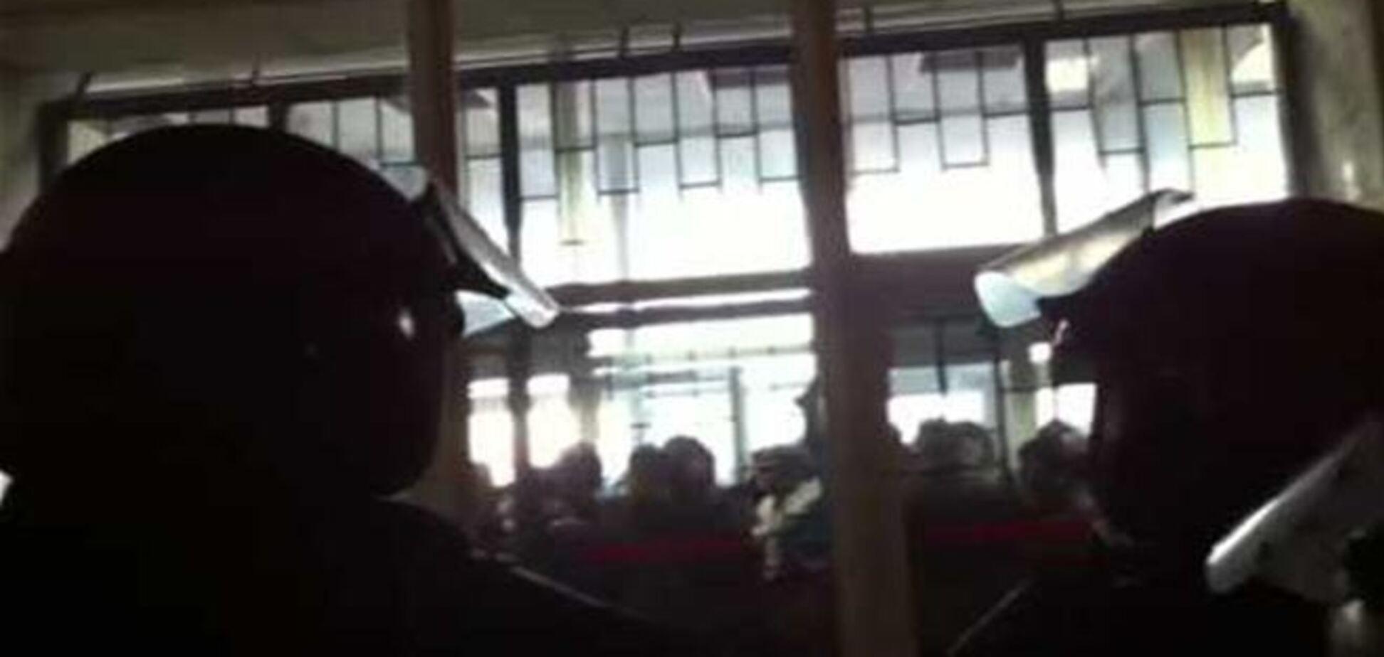В Донецке уволили председателя ОГА, под зданием проходит митинг